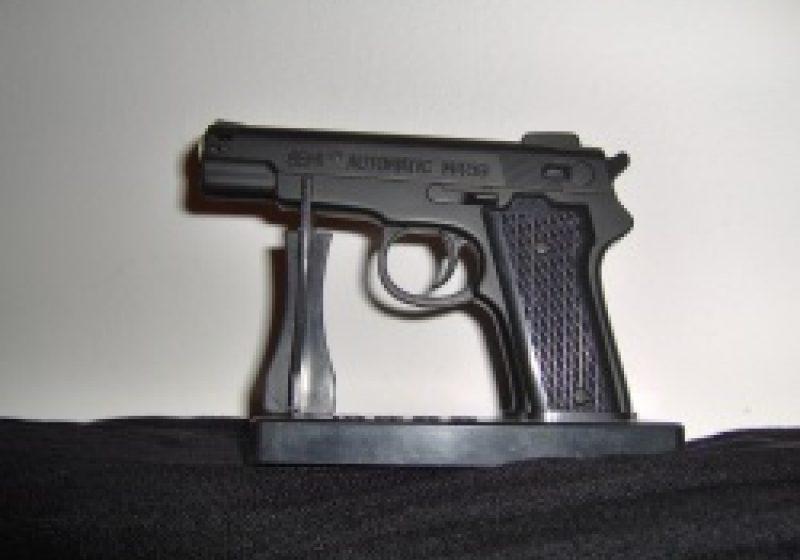 Armele neletale dar periculoase trebuie notificate poliţiei
