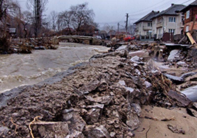 Beneficiare de sume pentru refacerea infrastructurii afectate de inundaţii sunt doar comunele