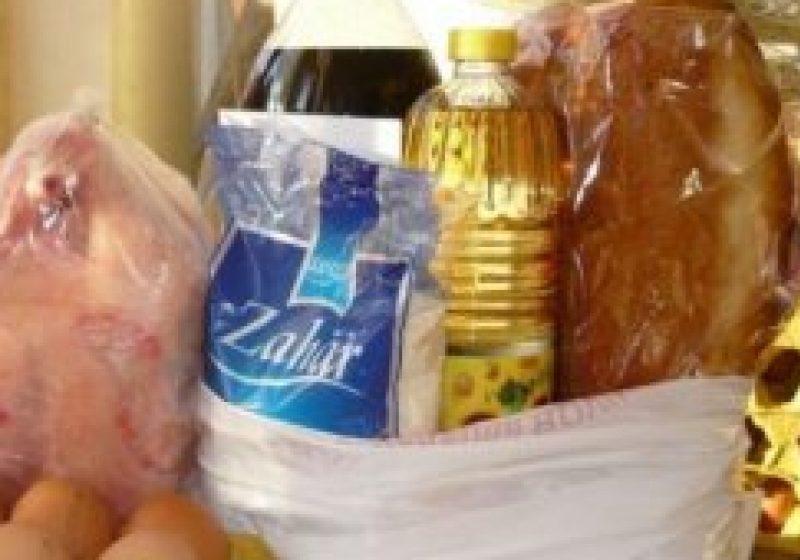 Angajaţii Serviciului Social din cadrul Primariei Sighet oferă cadouri de Paşti celor nevoiaşi