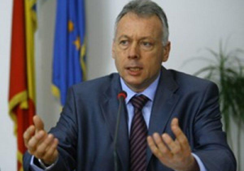 Ministrul Laszlo Borbely a cerut autorităţilor locale suplimentarea de măsuri pentru reducerea concentraţiilor de pulbere în suspensie în aglomerările urbane
