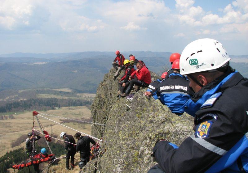 Jandarmii au făcut o demonstraţie de salvare a persoanelor în zone montane, greu accesibile