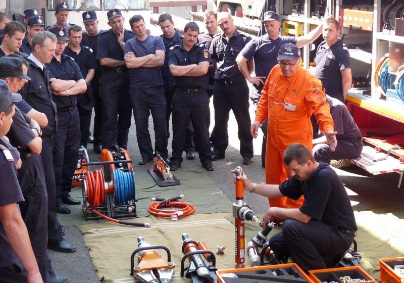 Echipajele Detaşamentului de Pompieri Baia Mare se instruiesc pentru a utiliza noua autospecială