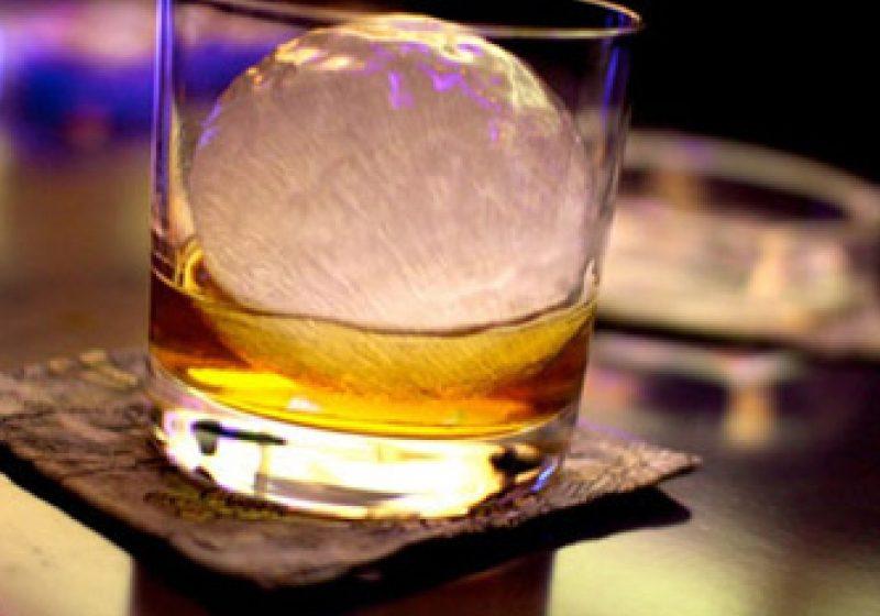 Inspectorii vamali au acordat amenzi de 4000 de lei pentru comercializarea băuturilor spirtoase fără plata accizelor