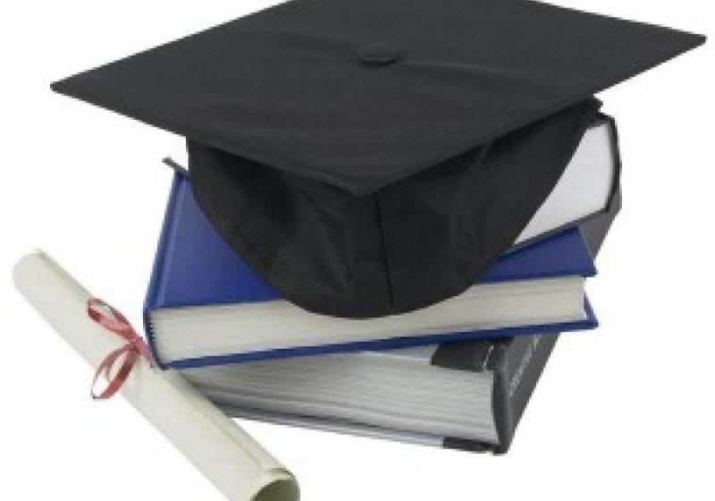 Un elev de clasa a XII-a trebuie să cheltuiască pentru formalităţile de final cel putin 1.000 RON