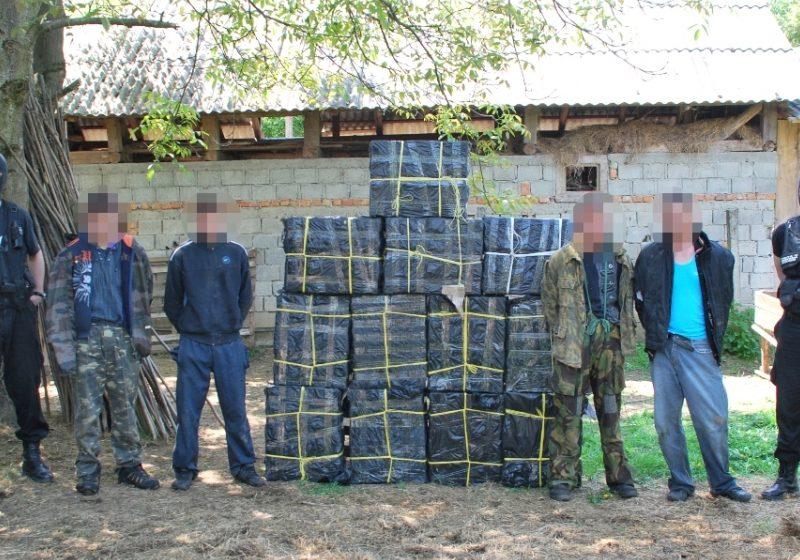 Poliţiştii de frontieră au capturat 6.000 pachete de ţigări
