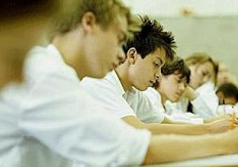 Elevii au dreptul să susţină examenul de bacalaureat fără taxă, cel mult de două ori