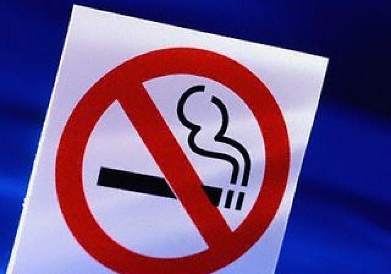 Fumatul ar putea fi interzis în spaţiile publice închise