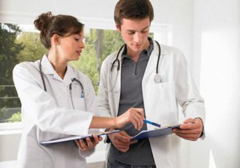 Unităţile sanitare sau cabinetele medicilor de familie pot angaja medici cu competenţe limitate