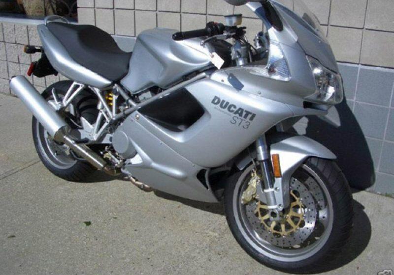 Doi tineri au furat o motocicletă şi au predat-o la fier vechi