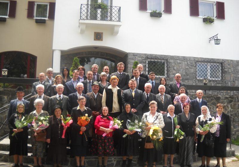 10 cupluri din Sighetu Marmaţiei au sărbătorit duminică 50 de ani de casnicie
