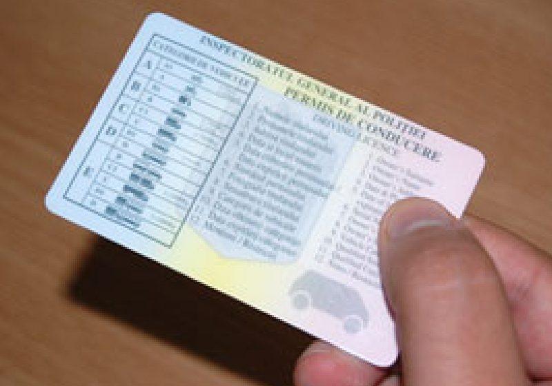 Un român a prezentat la control un permis de conducere fals, pe care şi-l cumpărase contra sumei de 50 euro
