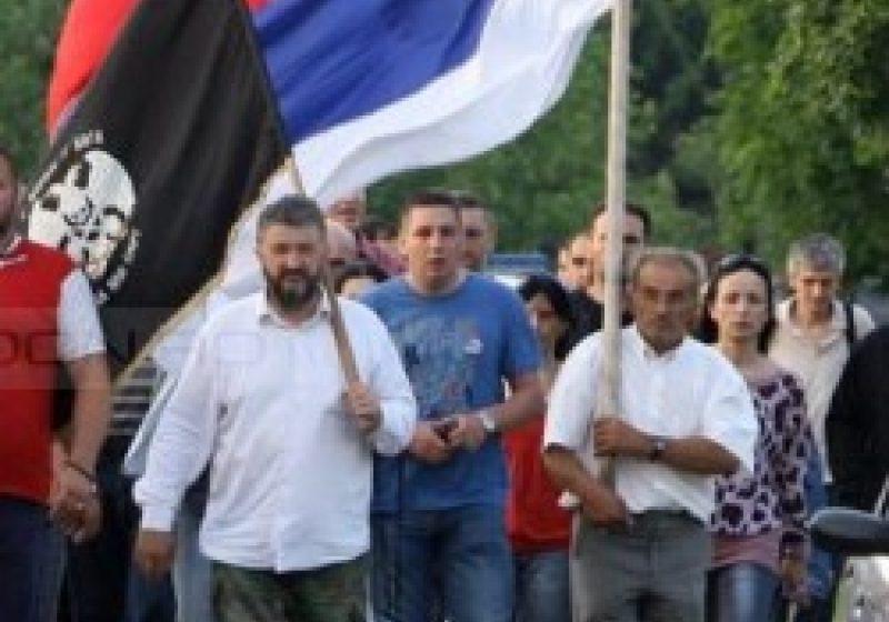 """Două mii de sârbi din Bosnia au protestat faţă de arestarea lui Ratko Mladici şi """"trădarea"""" Serbiei"""