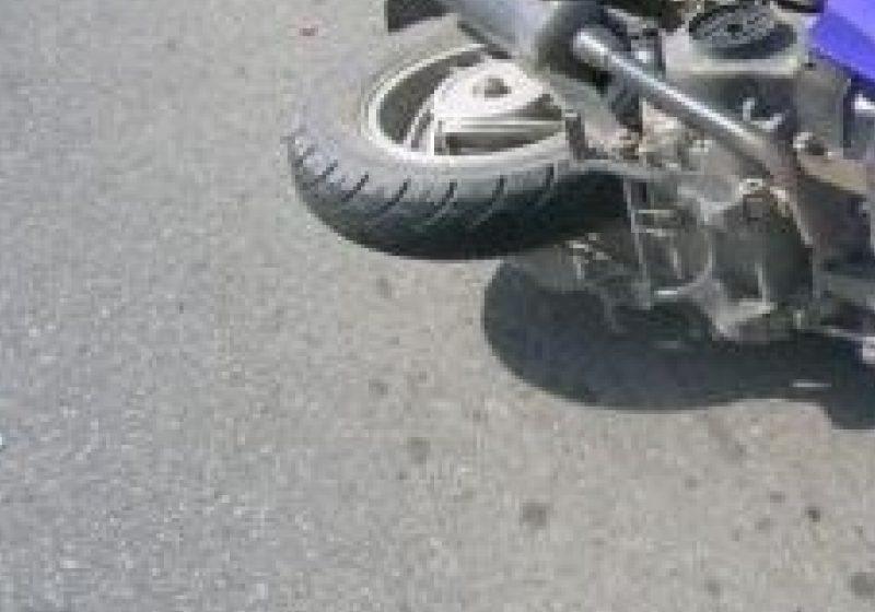 Pentru că nu purta cască de protecţie, un bărbat din Moisei a ajuns la spital, după ce a căzut de pe motoscuter