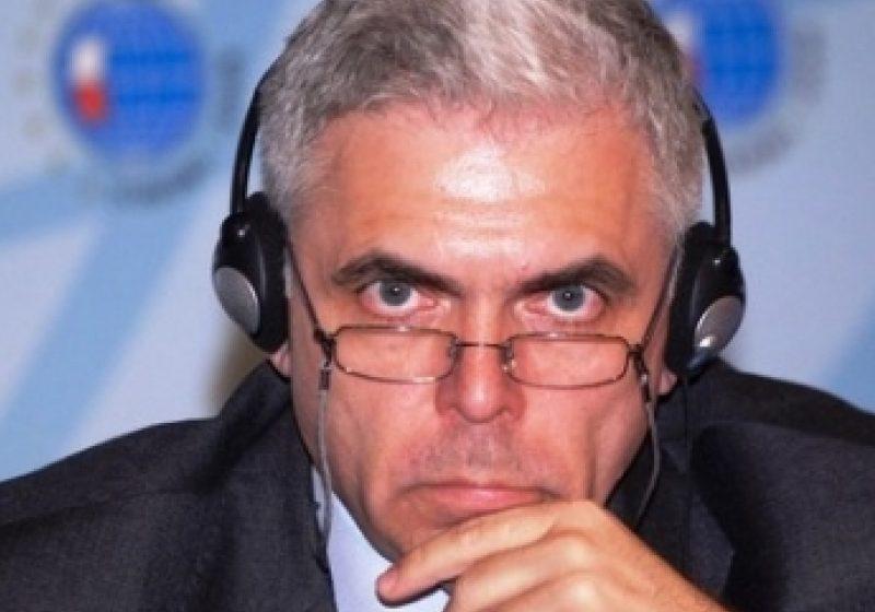 Parlamentul European a aprobat, joi, ridicarea imunităţii eurodeputatului Adrian Severin, adoptând raportul Comisiei JURI în acest sens.