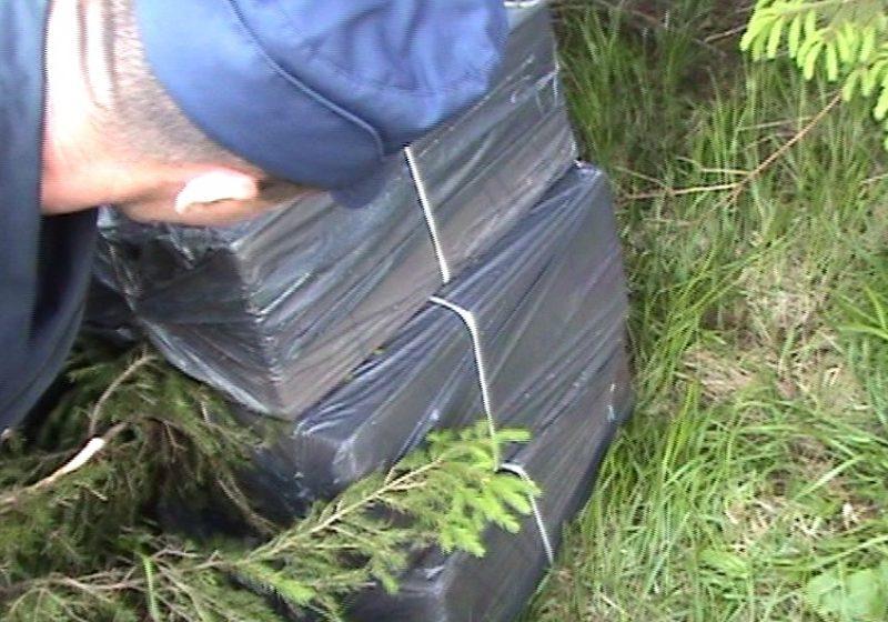 Ţigări de contrabandă capturate în munţii Maramureşului