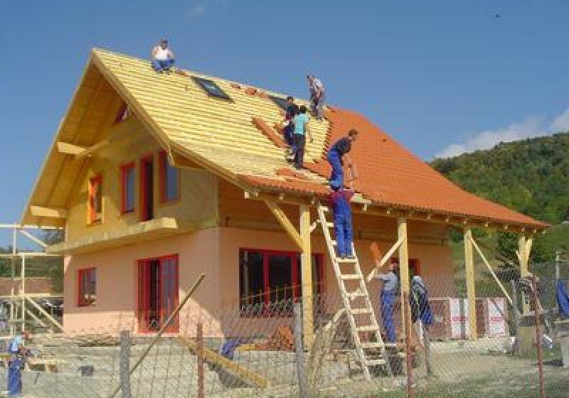 Impozitarea suplimentară pentru mai multe case, menţinută atât în 2012, dar şi în anii următori
