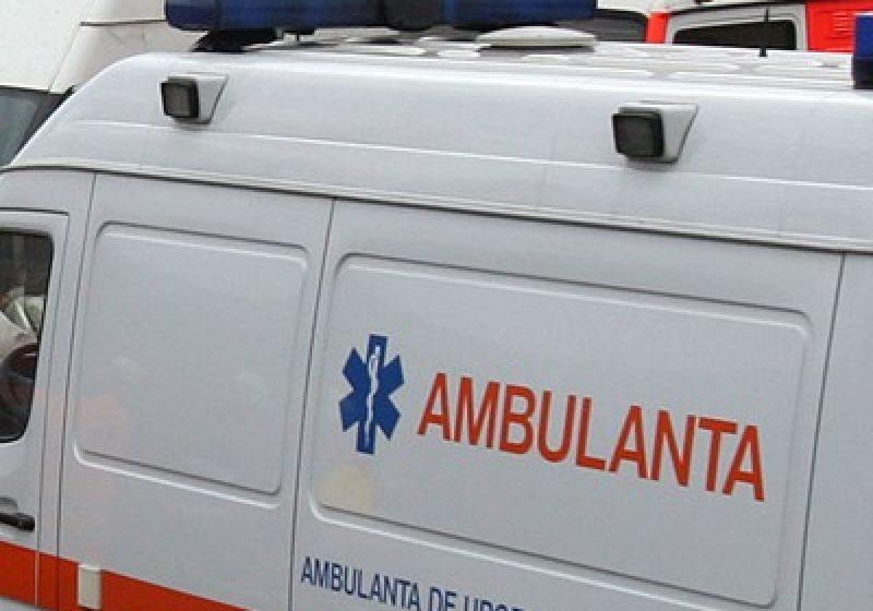Cu Ambulanţa în şanţ