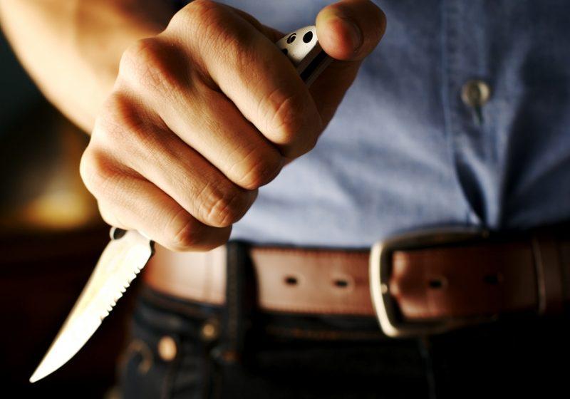Un tanăr de 19   ani  din Sighet a ameninţat o vecină cu un cuţit de bucătărie