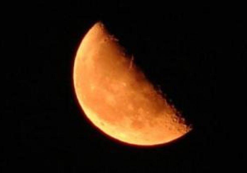 Maramures: Specialistii de la Planetariul Baia Mare spun ca a fost cea mai lunga eclipsa totala de Luna din ultimul secol