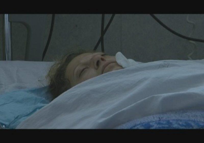 Gabriela Feltman, soţia bărbatului omorât de Adrian Sava  a sosit sub escorta poliţiei la locuinţa sa din Sighetu Marmaţiei