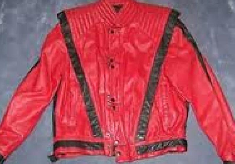 Jacheta purtată de Michael Jackson în 'Thriller', vândută la licitaţie