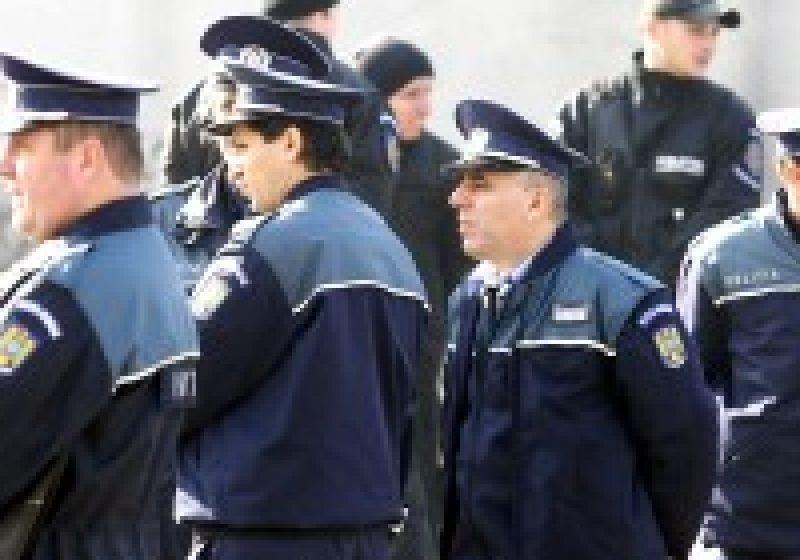 Norma de hrană pentru poliţişti, redusă cu aproximativ 550 lei. Salariul maxim al unui poliţist va fi de 1.200 lei
