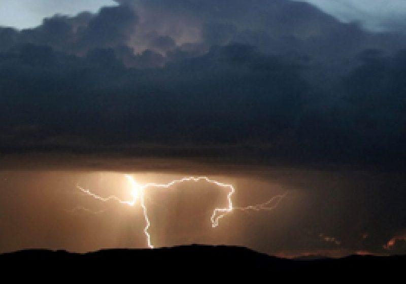 Avertizare meteo: Ploi şi vijelii în toată ţara, de duminică şi până luni dimineaţă