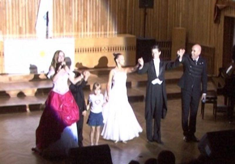 Faimosul cuplu de pop-opera româno-american, soliştii Romeo & Julia SALENO au sustinut ieri la Sighet un concert de exceptie