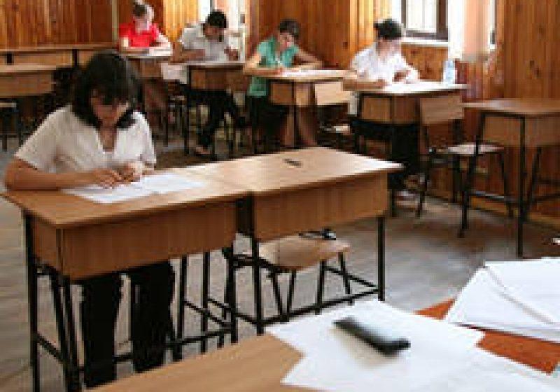 BACALAUREAT 2011: Subiectele la limba şi literatura română, transmise în condiţii de securitate