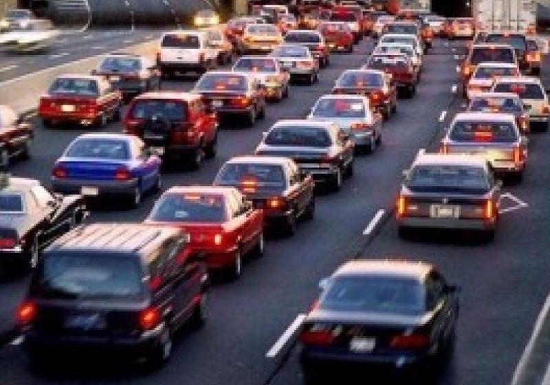 Taxa auto va fi redusă cu 30%, dar nu şi pentru motoare Euro 5 şi maşinile cele mai poluante