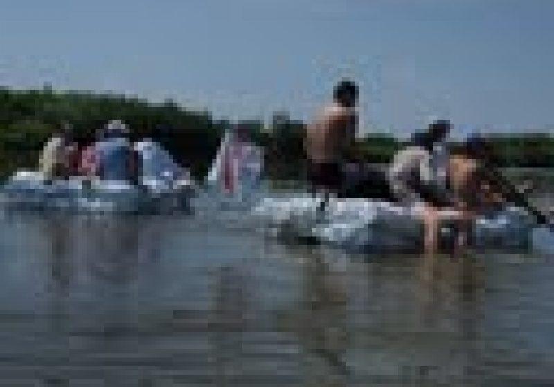 Baia Mare: Ziua Mediului, sarbatorita pe plute din PET-uri