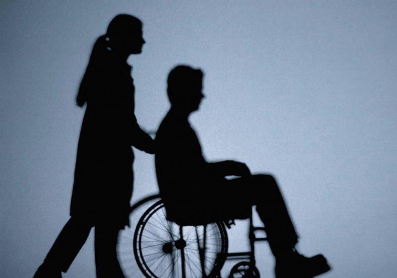 Asistenţii persoanelor cu handicap pregătesc o acţiune de pichetare a Guvernului pe 10 august
