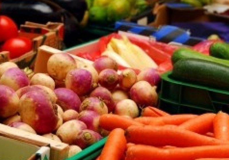 Avem producţie record de legume, dar importăm. De ce la noi în ţară roşiile au ajuns să se vândă la bax ?