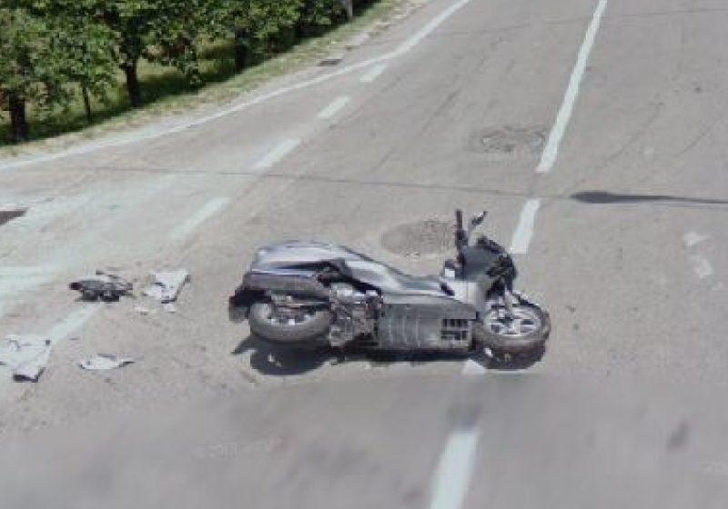 Din cauza consumului de alcool, un mopedist a căzut pe acostament, în dreptul unui imobil, pe strada Iapa, din Sighet