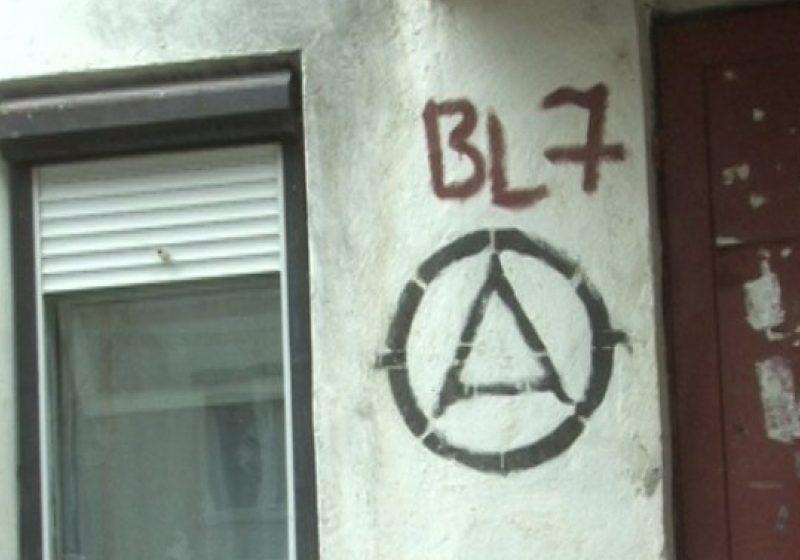 INIŢIATIVĂ EXEMPLARĂ: Locatarii unui bloc din cartierul Independenţei şi-au renovat casa scărilor prin forţe proprii