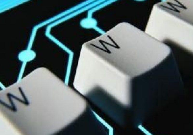 Numărul românilor cu acces la Internet, mult sub media UE. Cum vor autorităţile să informatizeze ţara