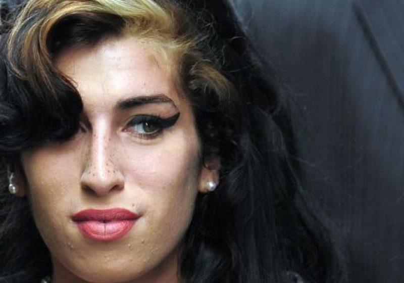 O anchetă judiciară în cazul morţii lui Amy Winehouse a fost deschisă. Cauza morţii încă nestabilită