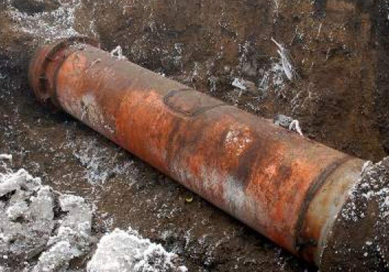Sighetu Marmaţiei: O avarie produsă la o conductă de apă de pe strada Avram Iancu a lăsat fără apă potabilă mai multe locuinţe din zonă