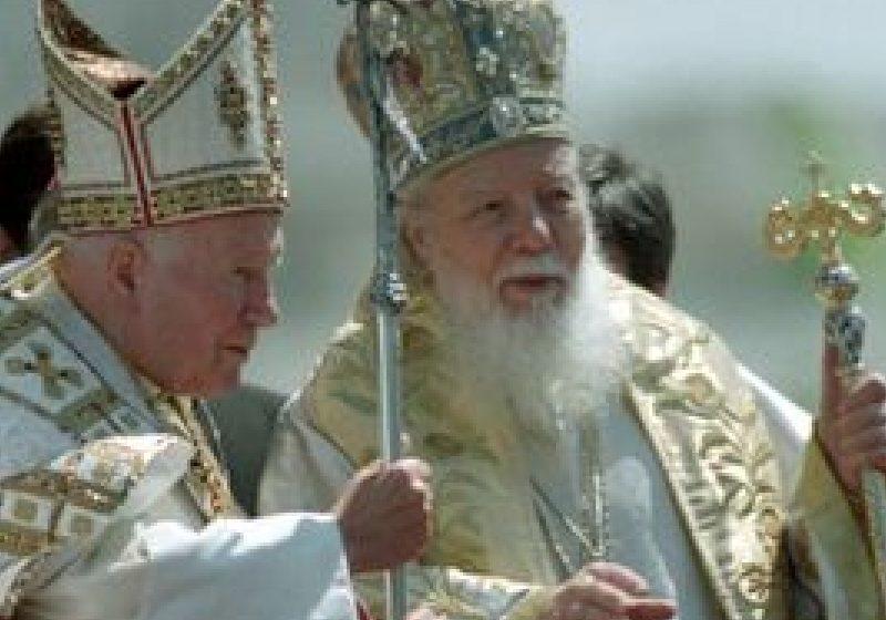 Un bust al Papei Ioan Paul al II-lea va fi dezvelit luni la Bucureşti