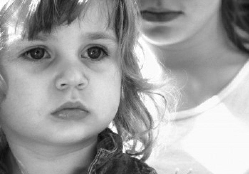 Peste 85.500 de copiii au unul sau ambii părinţi plecaţi la muncă în străinătate