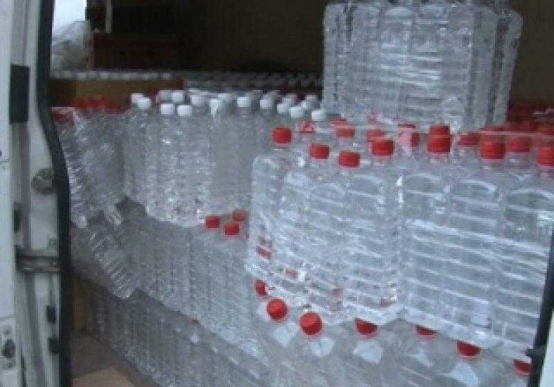 Poliţiştii maramureşeni au oprit în trafic un şofer băut care transporta 330 de litri de băutură spirtoasă