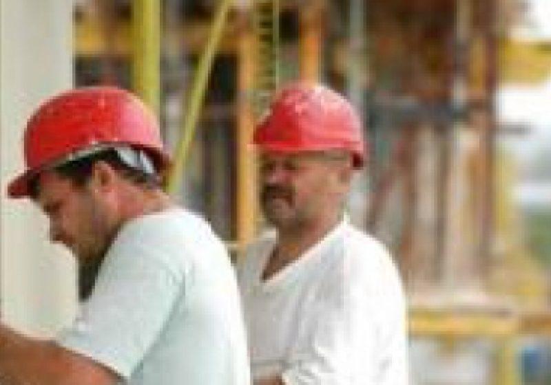 Restricţiile pentru români pe piaţa muncii din Spania ar putea începe la 1 august
