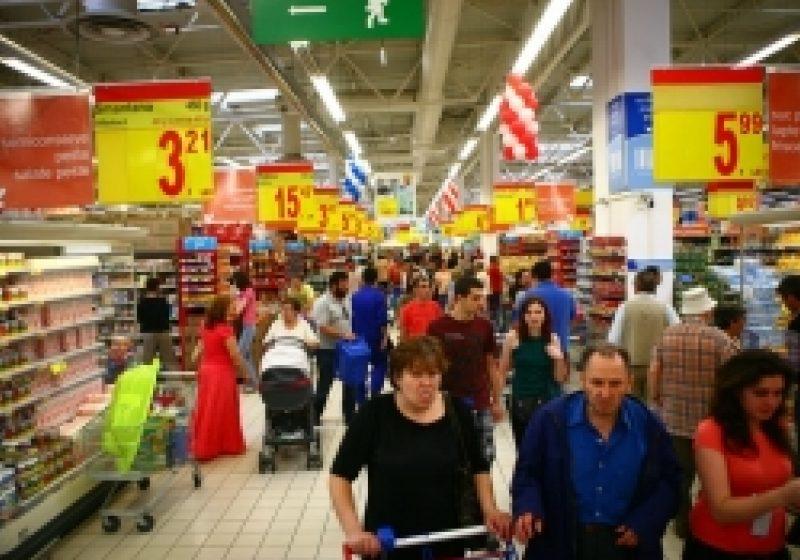 Românii sunt printre cei mai pesimişti consumatori din lume. Cei mai optimişti consumatori sunt în India