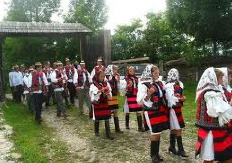 """Zilele Culturii """"Roza Rozalina"""", un festival cu tradiţie pe meleaguri rozovlene"""
