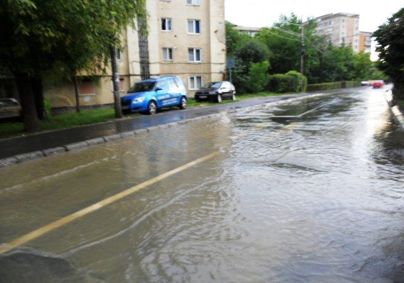 Baia Mare: Strazi si curti inundate in municipiul Baia  Mare in urma unei ploi torentiale