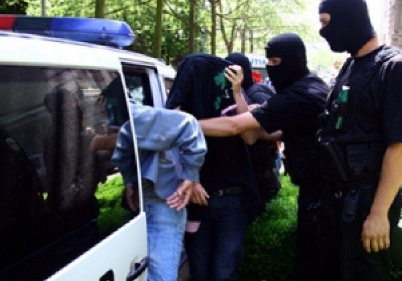 Suspecţi de furturi, identificaţi de poliţişti