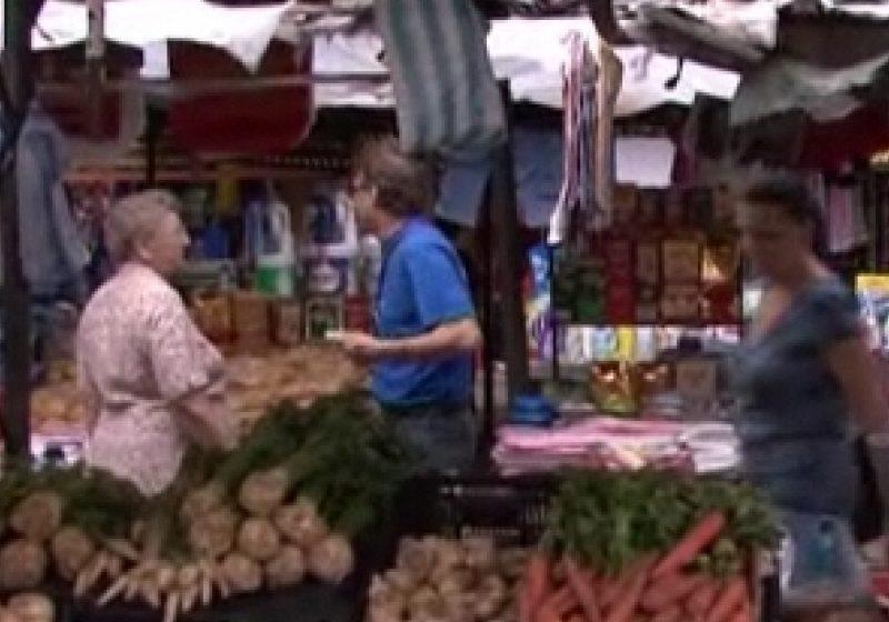 Tarabele din Piaţa Agroalimentară din Sighet provoacă nemulţumiri în rândul comercianţilor