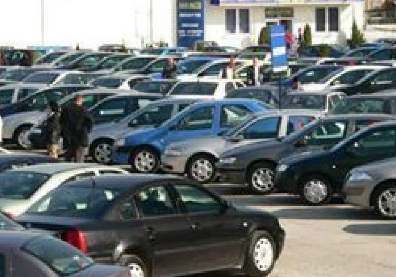 Avocaţi: Românii care au plătit taxa auto ar trebui să se grăbească să ceară în instanţă recuperarea banilor