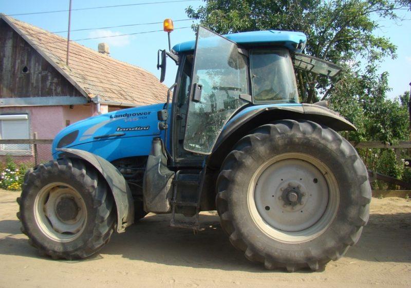Un nou tractor furat, descoperit de poliţiştii maramureşeni