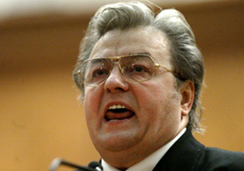 PE deschide o anchetă în cazul Corneliu Vadim Tudor, acuzat că a reţinut bani din salariul unui asistent